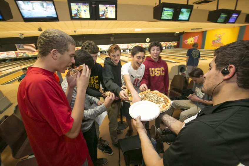 teen pizza party at valley center bowl
